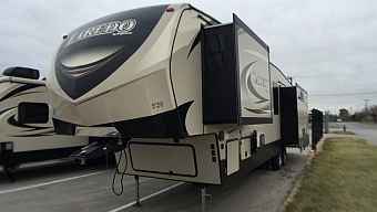 2018 KEYSTONE LAREDO 358BP - BLOWOUT