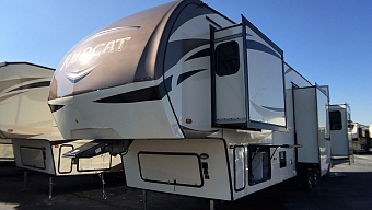 2018 FOREST RIVER WILDCAT 375MC - GIVE US A CALL!