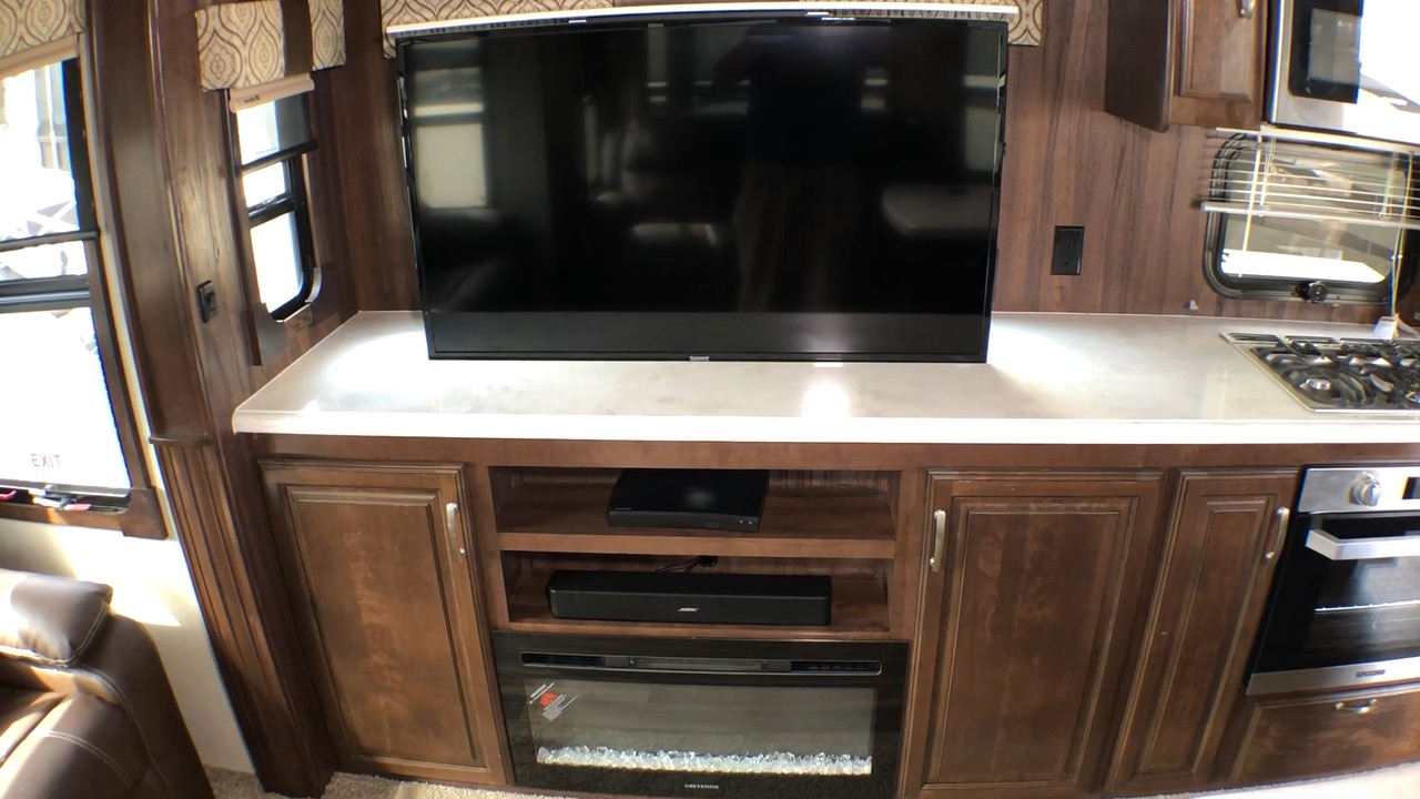 2019 FOREST RIVER CARDINAL LUXURY 3350RLX