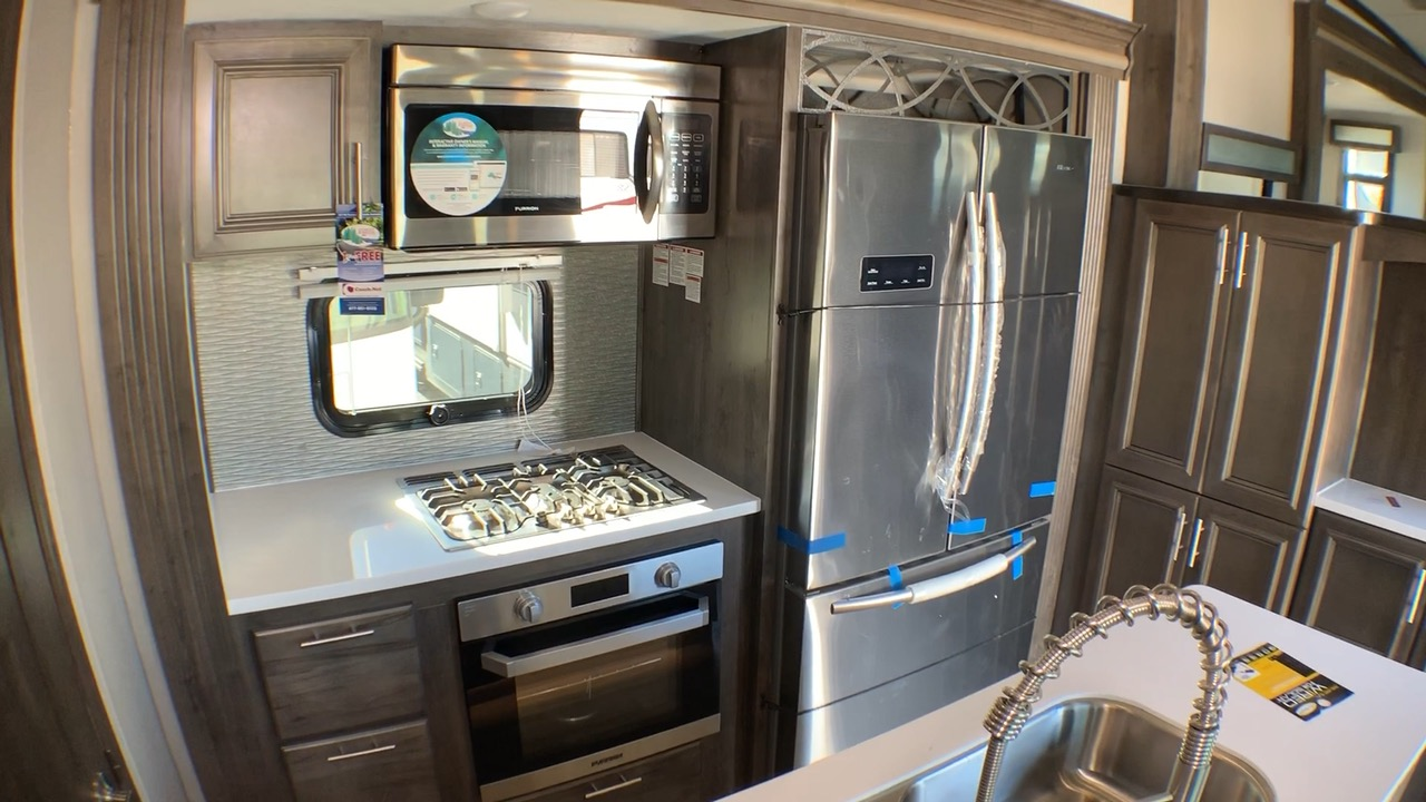 2019 FOREST RIVER CARDINAL LUXURY 3700FLX