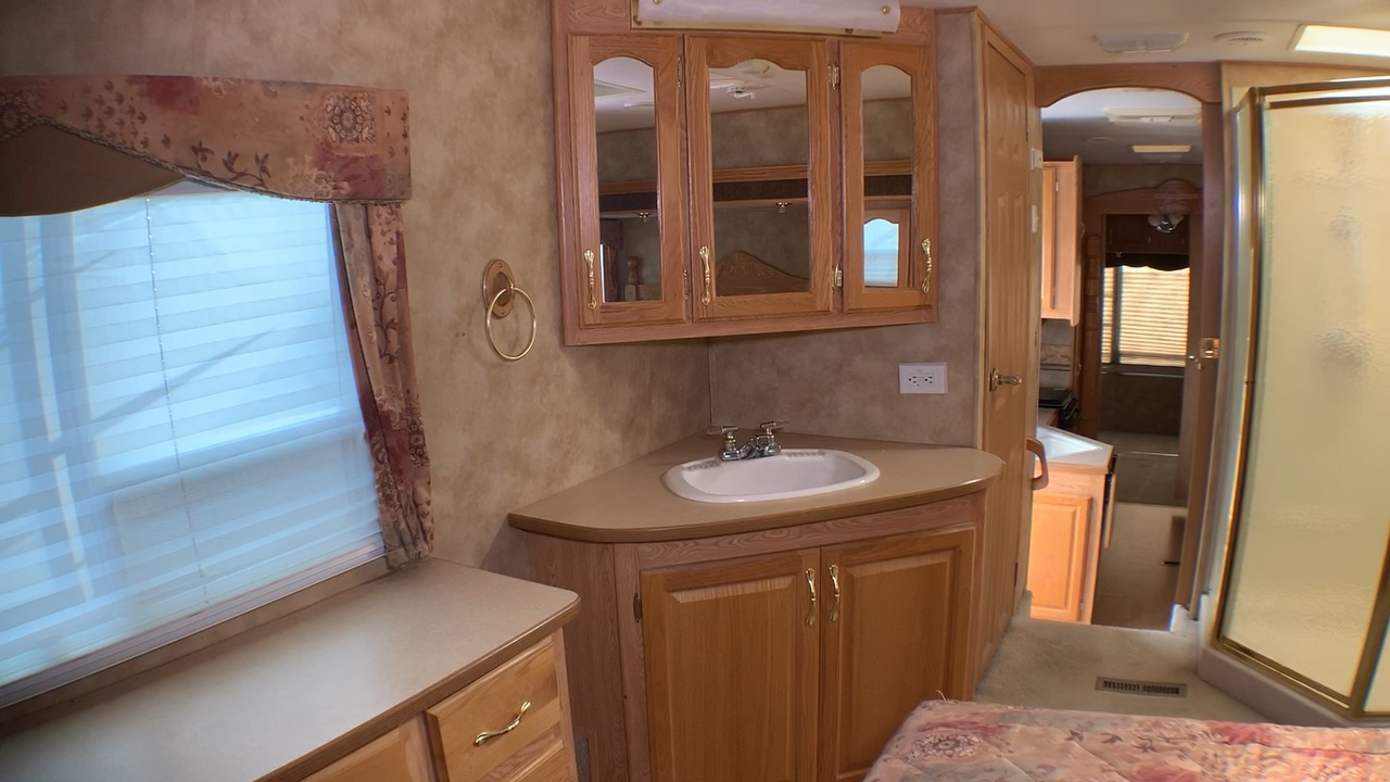 Sold 2004 Keystone Everest 364q