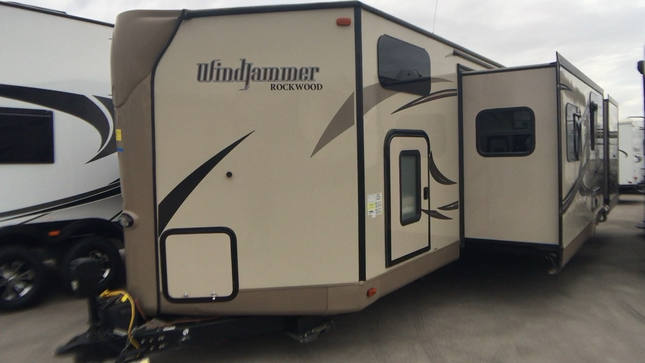 2017 FOREST RIVER ROCKWOOD WIND JAMMER 3006WK